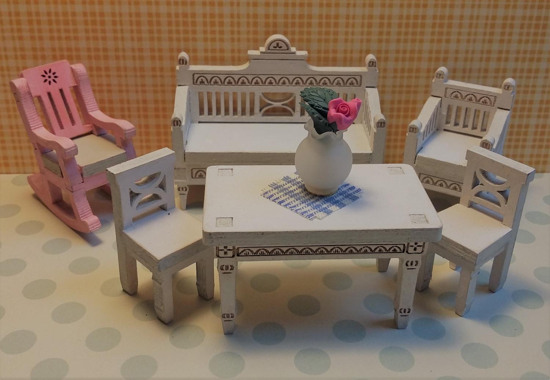 Kustavilainen Pöytä