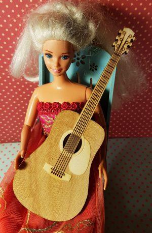 Akustinen kitara Barbille