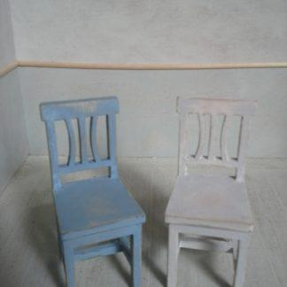 Kustavilainen tuoli nukkekotiin