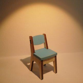 Moderni tuoli nukkekotiin