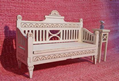 Kustavilainen sohva nukkekotiin