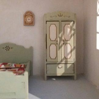 Dollhouses, dollhouse furniture and what else !