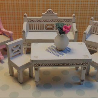 Kustavikaiset tuolit