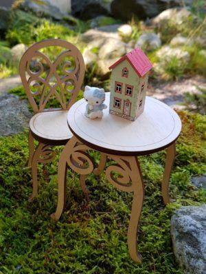 Barbin koristeellinen pöytä ja tuoli